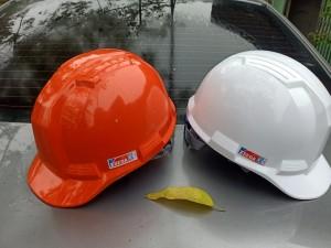 Mũ nhựa  lót xốp màu trắng Hàn quốc