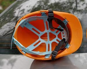 Mũ nhựa công nhân quai đục